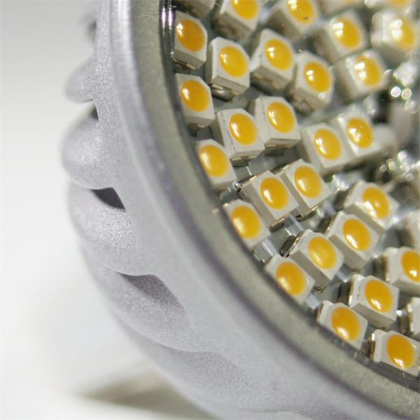 LED MR16 Strahler in Halogenoptik mit 70 lichtstarken 3528 SMD LEDs