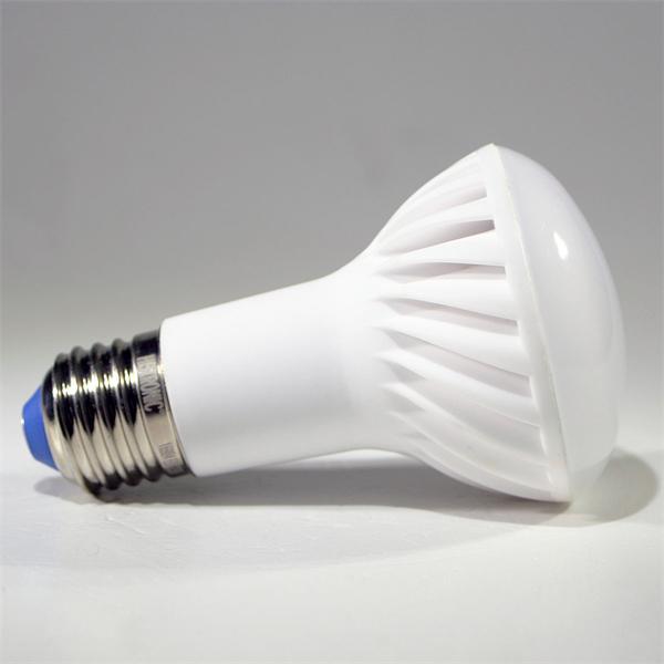 LED Strahler mit dem Maß 63x106mm und Reflektor-Front