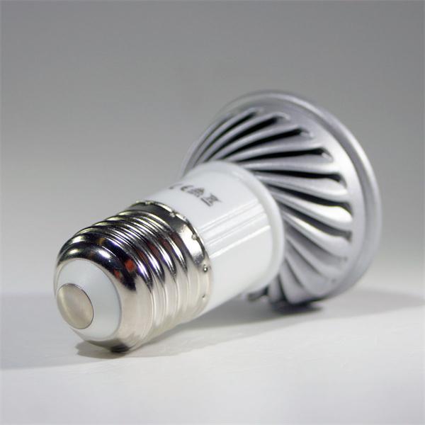 energiesparendes LED Licht Sockel E27 für 230V und nur ca. 5W Verbrauch