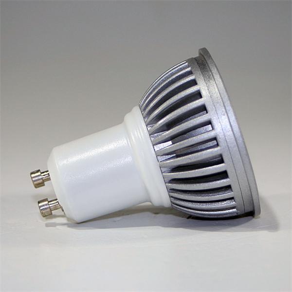 GU10 LED Leuchte dimmbar mit dem Maß 50x59mm und abschließender Schutzglasabdeckung