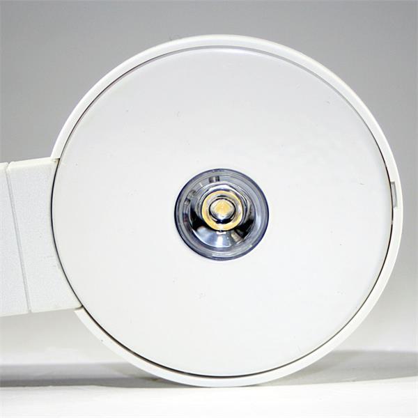LED Leuchtmittel aus weißem Kunststoffgehäuse und Möbelzulassung