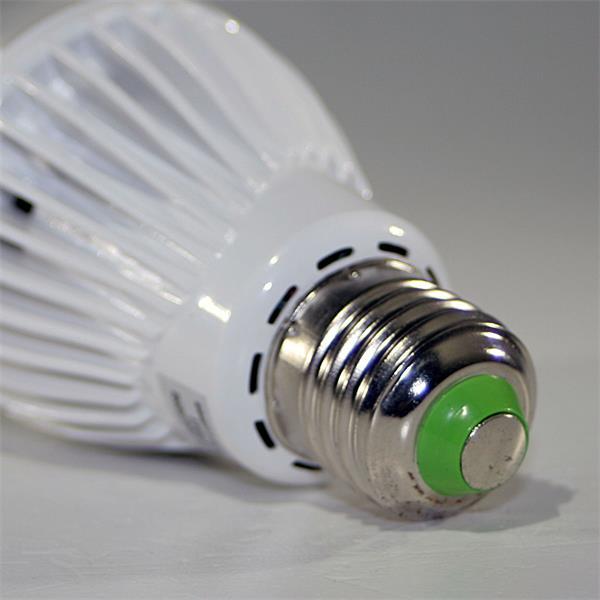 LED Energiesparlampe BWM Sockel E27 für 230V und nur ca. 5W Verbrauch