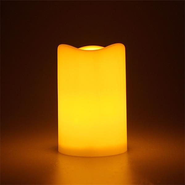 LED Außenkerze imitiert eine natürliche Flamme durch Flackereffekt