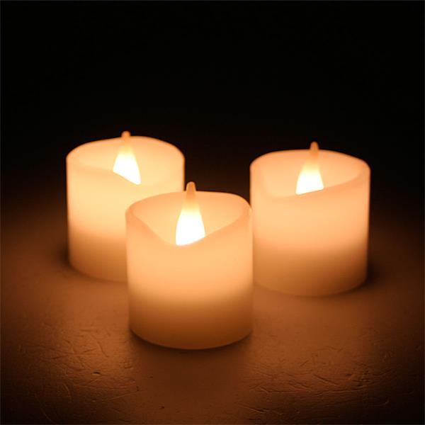 LED Stumpenkerzen imitieren ein warmes Kerzenlicht