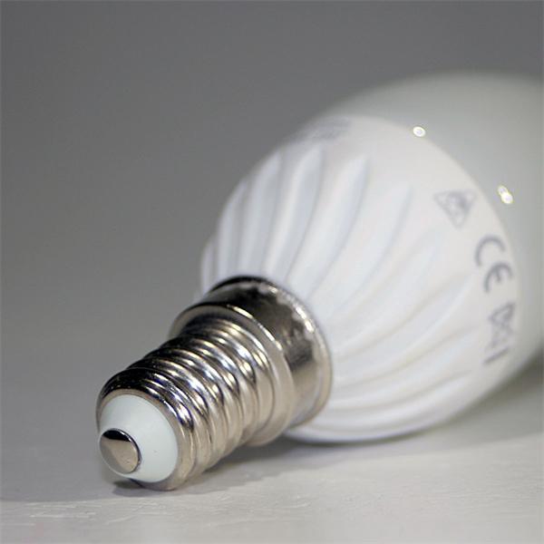 LED Kerzenleuchte mit Sockel E14 für 230V und nur ca. 4W Verbrauch