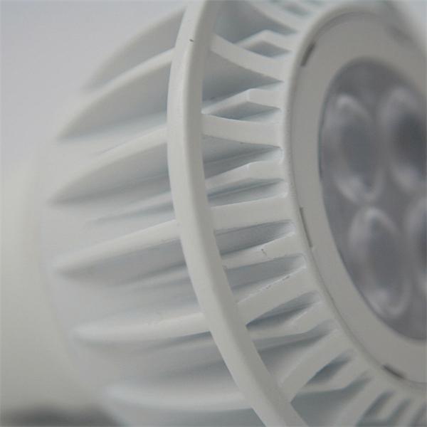 GU10 LED Spot für 230V hat das Maß 50x55mm (øxL) und ein hochwertiges Aluminiumgehäuse