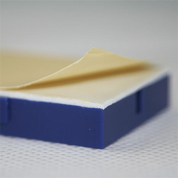 Miniplatine mit selbstklebender Rückseite zur sicheren Befestigung