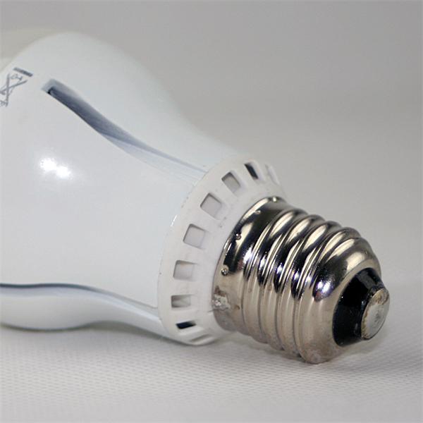 LED Strahler Sockel E27 für 230V und nur ca. 10W Verbrauch