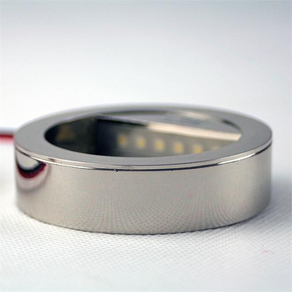 LED Einbauspot rund in einem chrom-mattem Kunststoffgehäuse