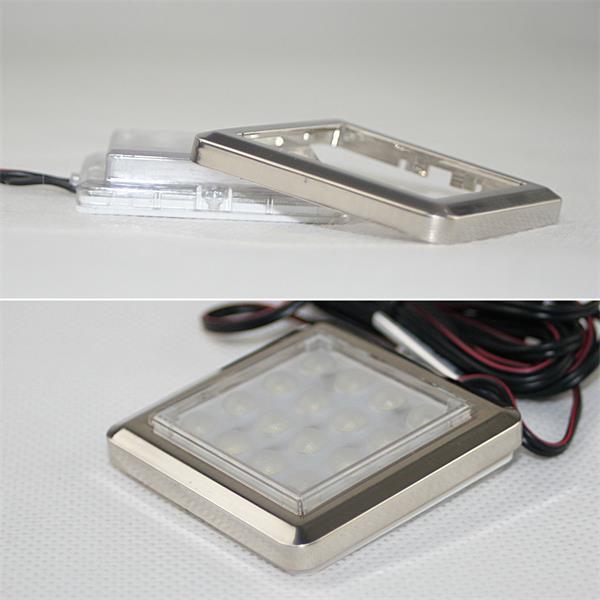 LED Einbauleuchte aus Kunststoff mit chromfarbigen Rahmen