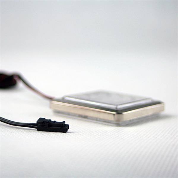 Anschluss der LED Leuchte über Mini-Kunststoffsteckverbindung