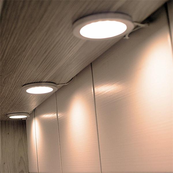 LED Leuchten bringen optimales Licht auf Ihre Arbeitsfläche