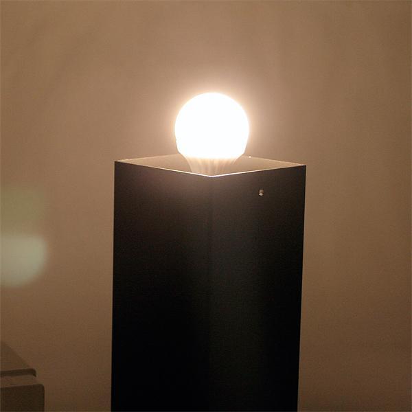 LED Wegeleuchte mit einseitig vertikal abstrahlendem Licht