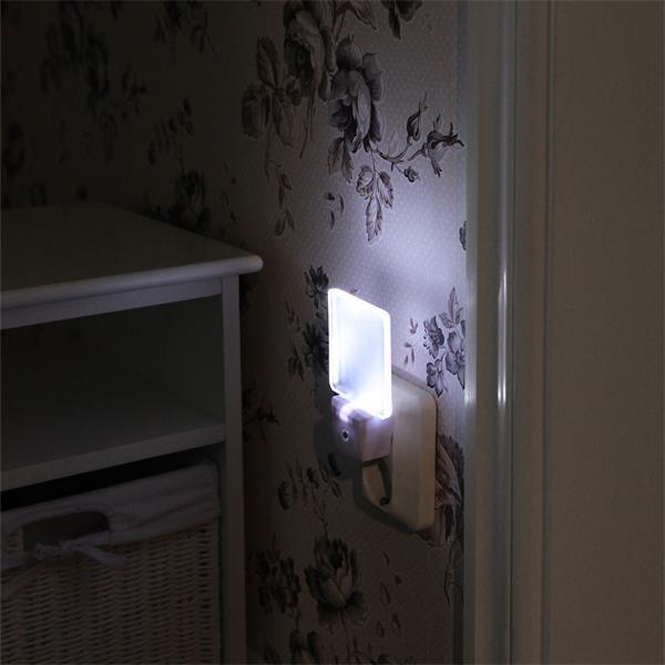 LED Notlicht mit großer Leuchtfläche für sanften Lichtschein