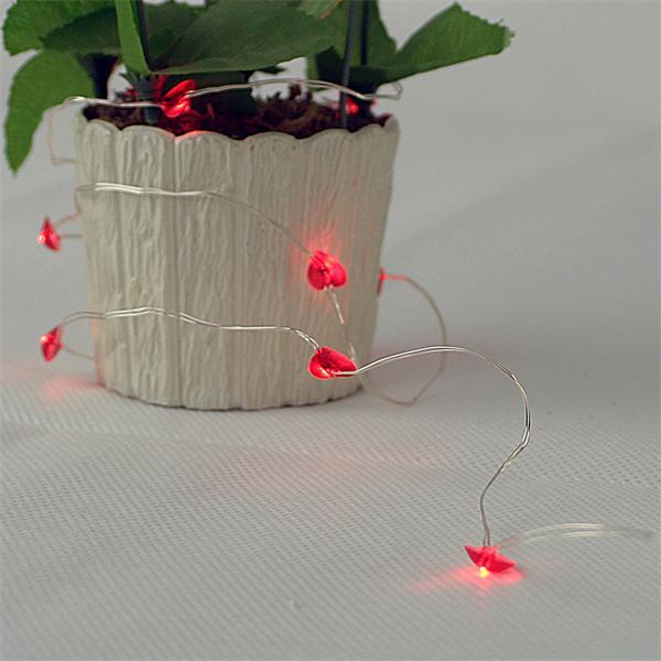 LED Lichterkette mit roten Herzen für romantische Tischdeko