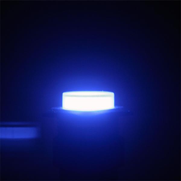 Button Schalter mit flacher, blau beleuchteter Kopfoberfläche