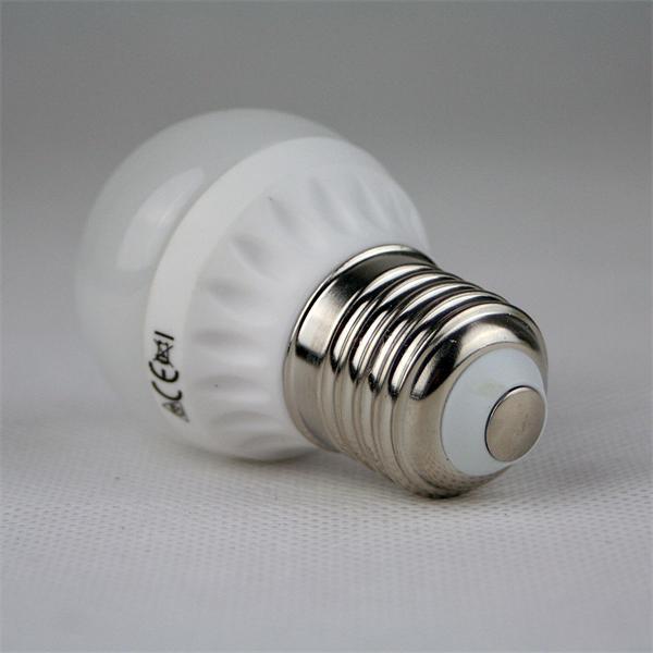 LED Strahler in Glühbirnenform mit dem Maß 45x79mm