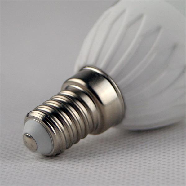 LED Kerzenleuchte mit Sockel E14 für 230V und nur ca. 5W Verbrauch