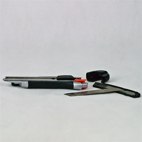 Cuttermesser aus Metall für den Handwerker mit Ersatz Abbrechklingen