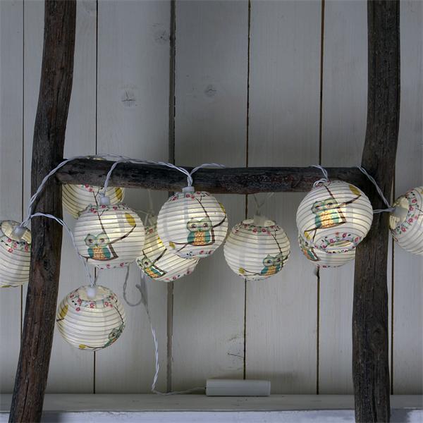 Warmweiß-leuchtende LED-Lampionkette mit Eulen-Motiv