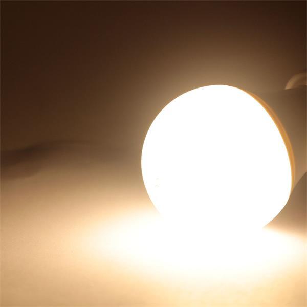 günstiges LED Leuchtmittel mit 470lm Lichtstrom und großem 270° Abstrahlwinkel