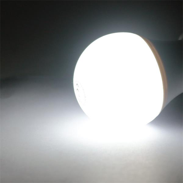 günstiges LED Leuchtmittel mit 490lm Lichtstrom und großem 270° Abstrahlwinkel
