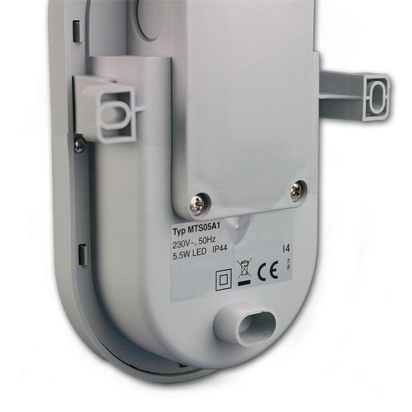LED Feuchtraumleuchte wird mittels Schrauben an der Wand befestigt