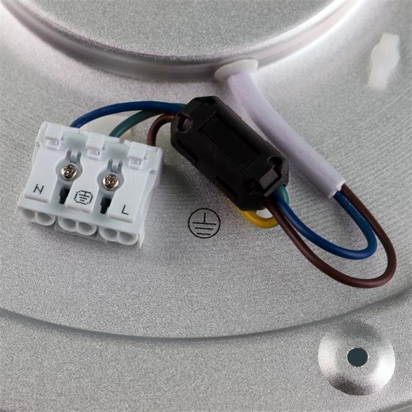 9-fach dimmbare LED Wohnraumlampe wird direkt an 230V angeschlossen
