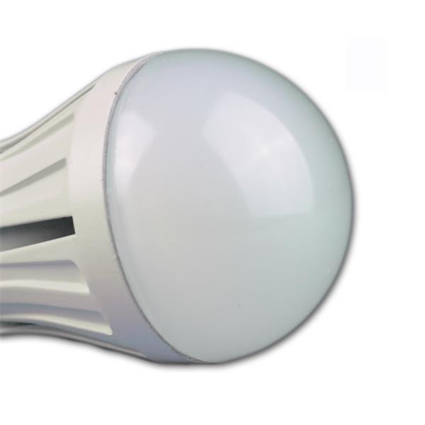 LED Glühbirne mit weißem Leuchtkörper für blendfreies Licht
