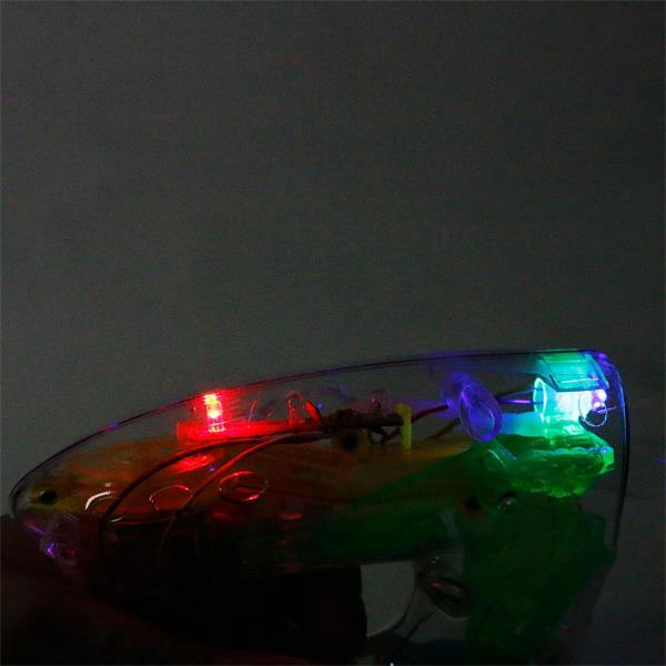 Die LED-Seifenblasenpistole leuchtet rot, grün und blau