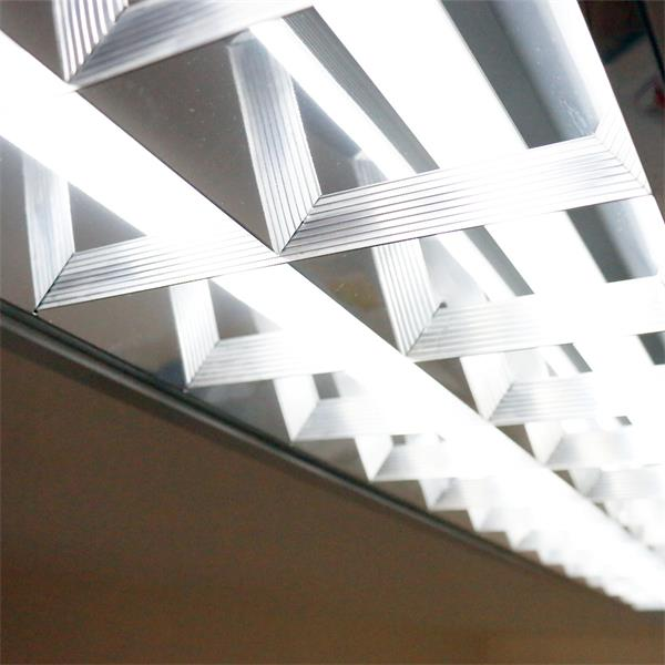 LED Röhrenlampe T8 mit 900lm Lichtstrom und ca. 120° Abstrahlwinkel