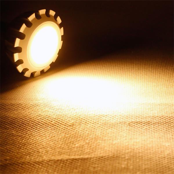 MR16 LED Spot dimmbar der Leuchtfarbe warm weiß und 430lm