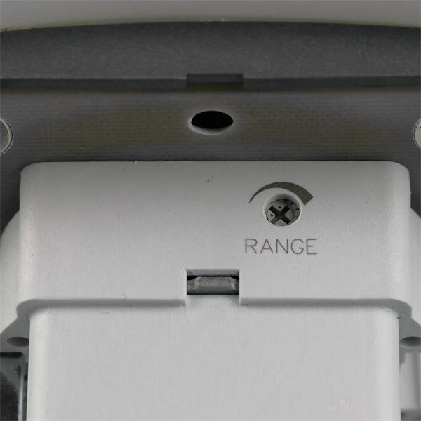 Glasfront des Touchless Schalters wird mit Magneten gehalten