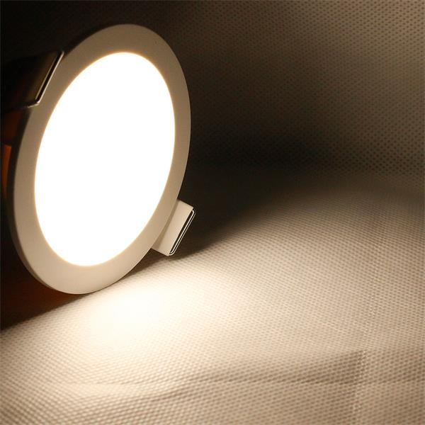 LED Panel CP-90R mit Farbtemperatur von ca. 3800-4500K