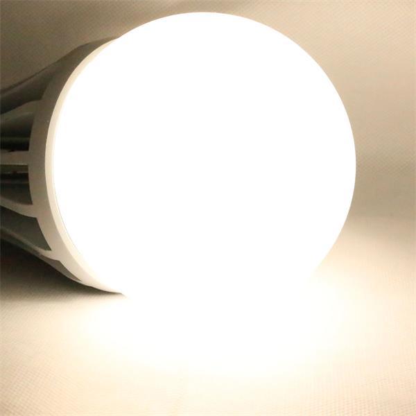 LED Strahler mit einem Leuchtwinkel von 240° für optimale Ausleuchtung