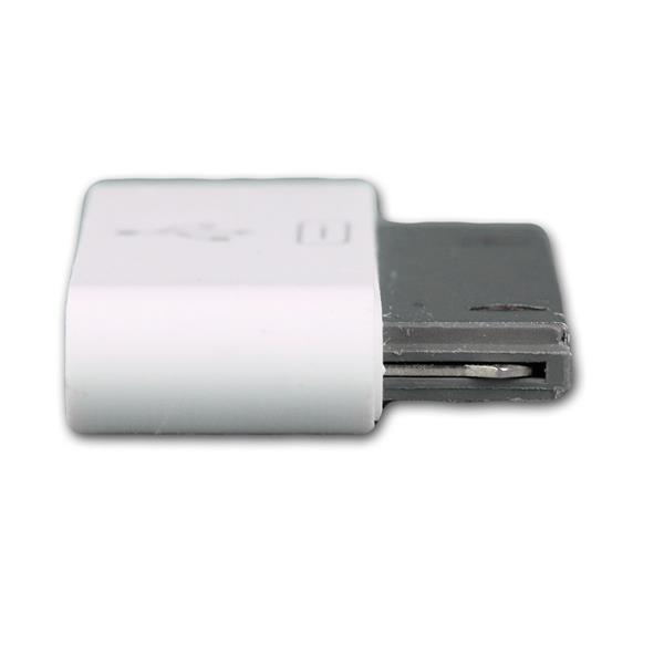 kleiner und handlicher Adapter aus weißem Kunststoff