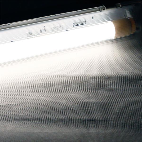 LED Wannenleuchte mit einer T8 LED Röhre