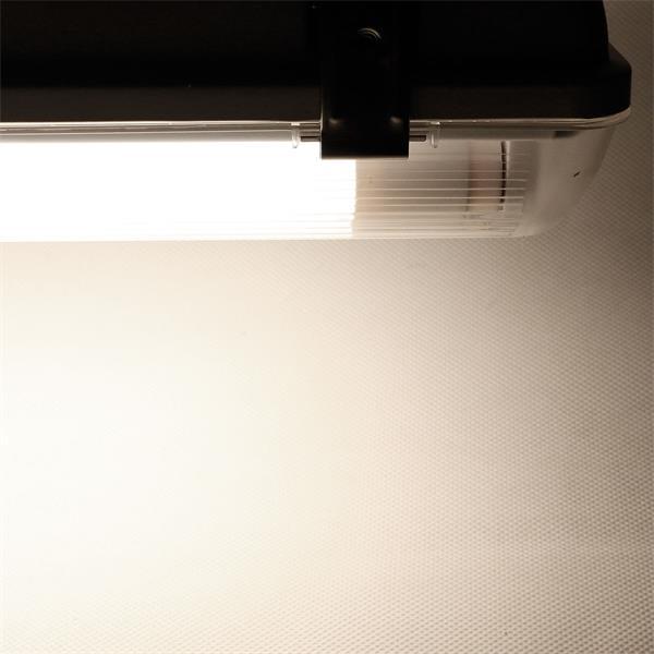 IP65 LED Wannenleuchte mit zwei T8 LED Röhren