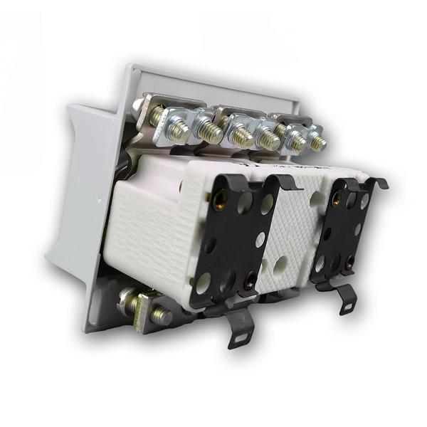 Sicherungssockel mit einem Berührungsschutzdeckel aus Isolierstoff