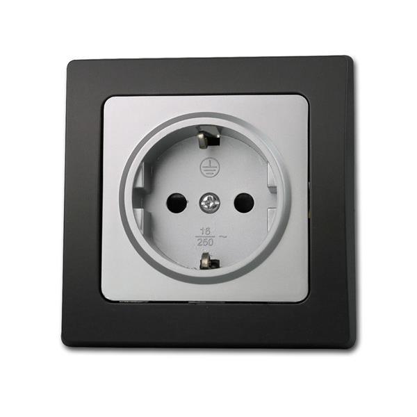 Unterputz-Steckdose, wahlweise mit silbernen oder schwarzen Rahmen
