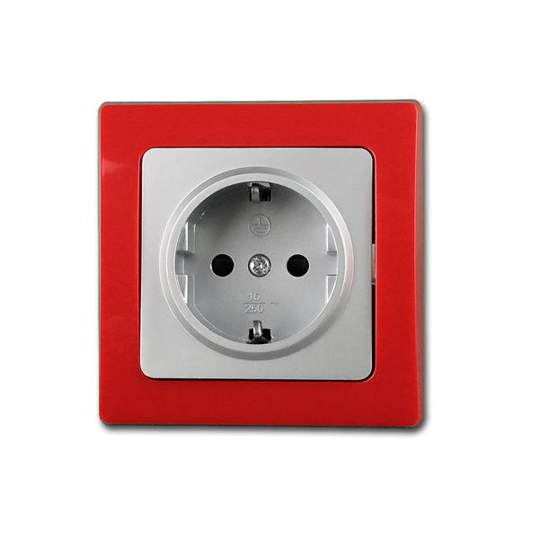 Unterputmontage, wahlweise mit silbernen oder roten Rahmen