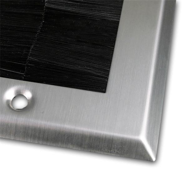 Bürstenblende einfach auf eine Standardunterputzdose befestigen