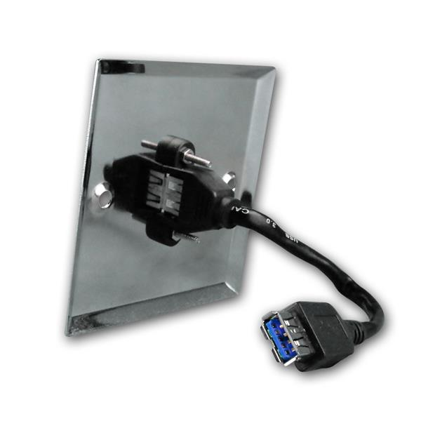 USB-Anschlussdose auf eine Standardunterputzdose befestigt