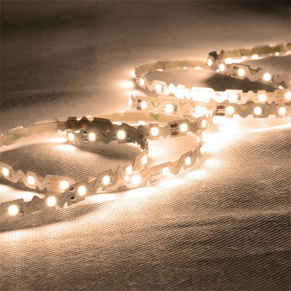 12V LED-Streifen mit warm-weißer Lichtfarbe mit gezackter Platine
