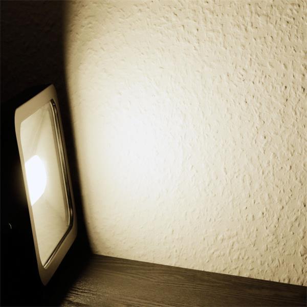LED Außenstrahler Slim mit starken 2300lm Lichtstrom und der Leuchtfarbe daylight