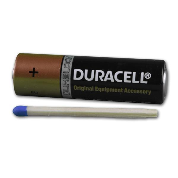 Duracell AA Markenbatterie im Größenvergleich