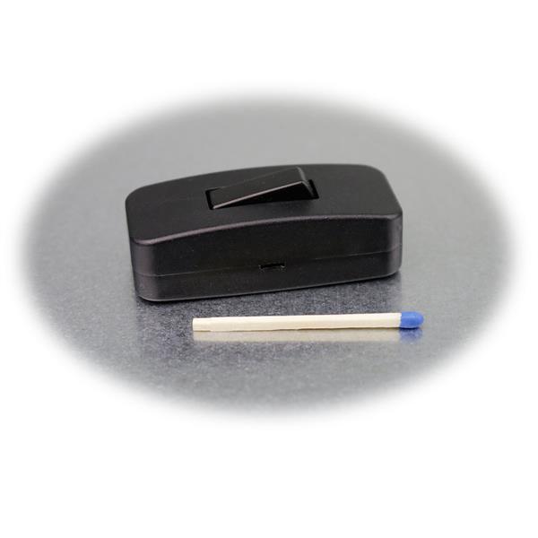 Optisch eleganter schwarzer Druckschalter mit kleinen Abmaßen