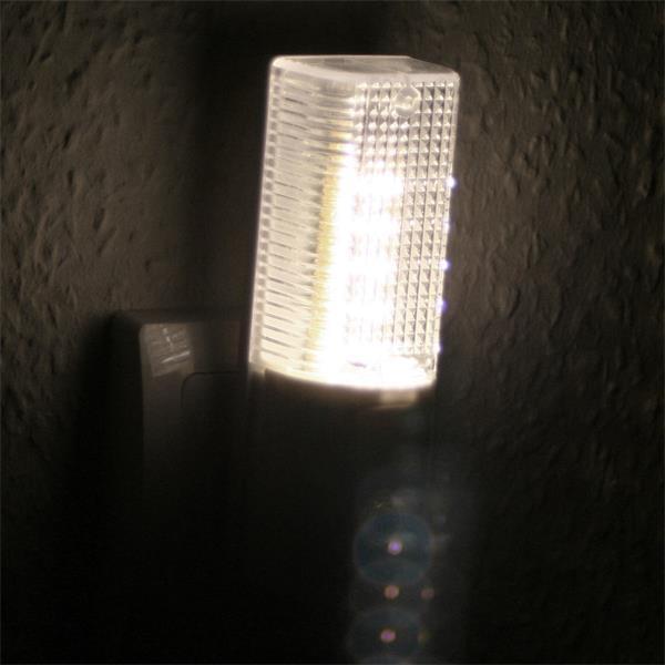 LED Sicherheitslicht mit integrierten Tag/Nacht-Sensor