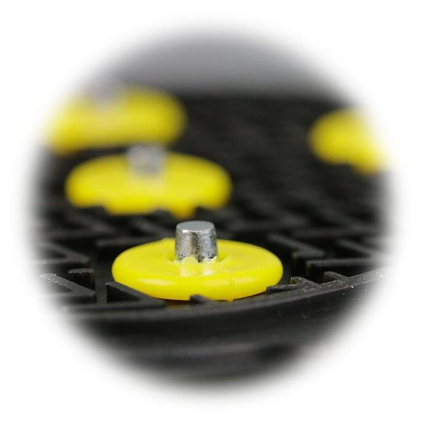 Gummisohlen mit je 5 Hartmetall Spikes auf der Trittfläche
