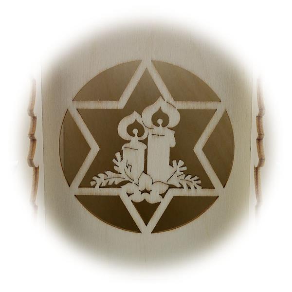 filigrane Holzarbeiten mit Glocke und Stern